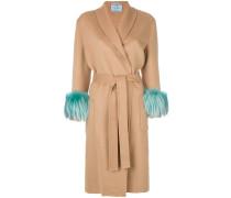 Mantel mit Fuchspelzmanschetten