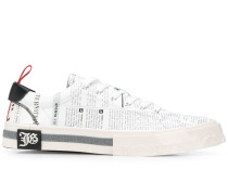 Sneakers mit Text-Print