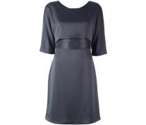 Satin-Kleid mit verzierter Taille