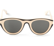 Sonnenbrille mit Kontrastrahmen