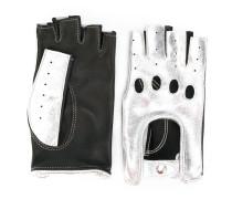 Handschuhe mit Finger-Cut-Outs