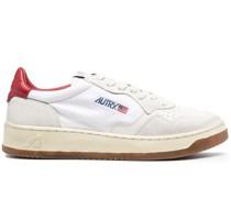 01 Sneakers