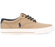 Sneakers mit Logostickerei