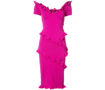 Enganliegendes Kleid mit gerüschten Details