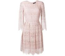 Besticktes Kleid mit ausgestelltem Schnitt