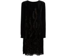 Ausgestelltes Kleid mit Lochmuster