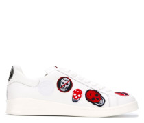 Sneakers mit Totenkopf-Patches