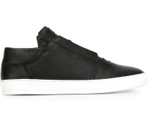 Sneakers mit Schnürsenkeln