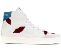High-Top-Sneakers mit Lippen-Applikation