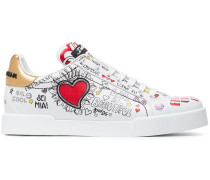 Sneakers mit Graffiti-Print