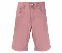 knee-length Bermuda shorts