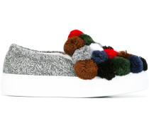 Slip-On-Sneakers mit Bommeln