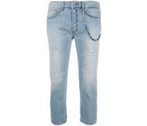 Cropped-Jeans mit Zierkette