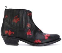 Stiefel mit floralen Applikation