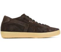 Sneakers mit breiter Sohle