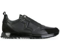 Sneakers mit Blitzprägung
