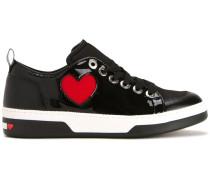 Sneakers mit Herzmotiv