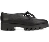 Geschnürte Schuhe