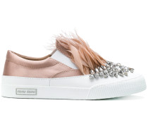 Sneakers mit Federbesatz
