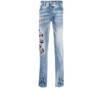 Jeans mit aufgesticktem Hund