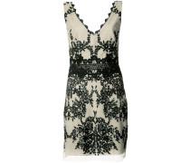 Besticktes Kleid mit V-Ausschnitt