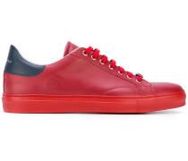 Klassische Sneakers zum Schnüren