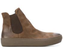 Stiefel mit elastischen Einsätzen