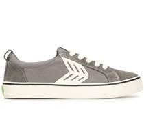 Sneakers mit Wildledereinsätzen