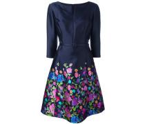 Kleid mit Schlitzausschnitt