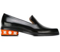 Loafer mit verziertem Absatz