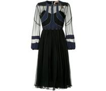Kleid mit semi-transparenten Einsätzen