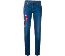 Jeans mit Schlagenstickerei