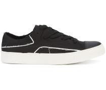 Sneakers im Lagen-Look