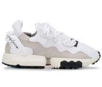 Sneakers mit Ziernähten