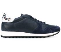 Sneakers mit Schlangen-Motiv