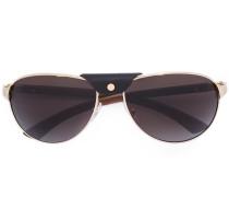 Sonnenbrille mit metallischen Beschlägen