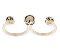Zwei-Finger-Ring mit Totenköpfen