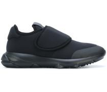 Sneakers mit elastischem Verschluss