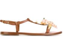 Sandalen mit Verzierung