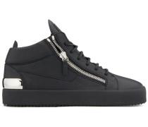 Sneakers mit Signatur