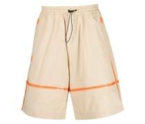 Weite Shorts mit Kontrastnaht