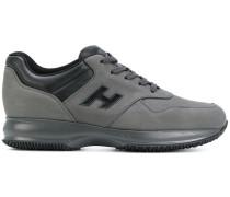Sneakers mit Logo-Einsatz
