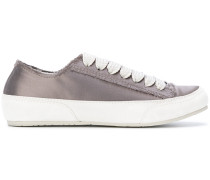 Sneakers mit Metallic-Effekt