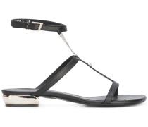 Flache Sandalen mit Zierkette