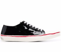 Sneakers mit spitzer Kappe