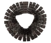 Halskette aus Holzwürfeln