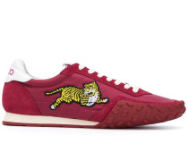 Sneakers mit Tiger-Applikation