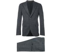 Anzug mit Klappentaschen