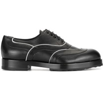 Schuhe mit Kontrastsohle