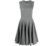 Kleid mit verziertem Ausschnitt